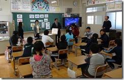 女 租税教室 東野小H25.12.12 012