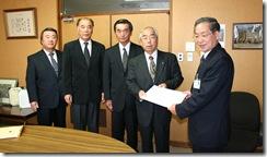 H24.11.13 税制改正要望書提出(恵那市長) 004