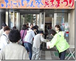 女 募金活動 菓子祭りH24.10.27 024