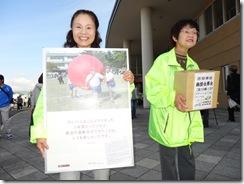 女 募金活動 菓子祭りH24.10.27 034